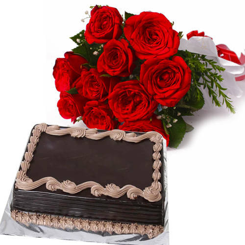 Fresh Combo of Red Color Roses Bouquet with Chocolate Cake
