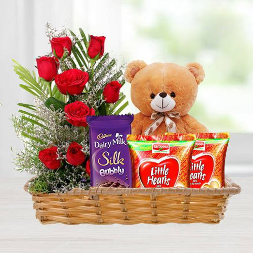 Exclusive Gift Hamper of Love Gifts N Red Roses