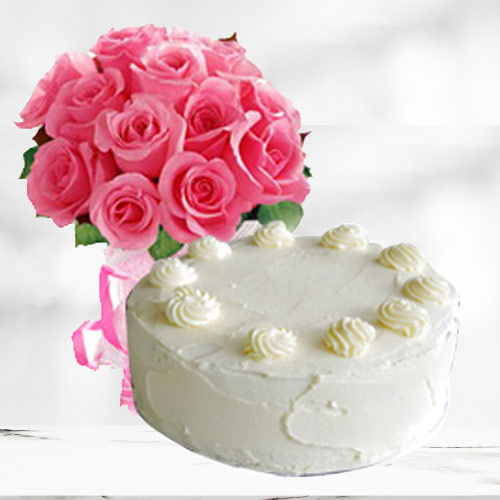 Enticing Vanilla Cake with Pink Roses Bouquet