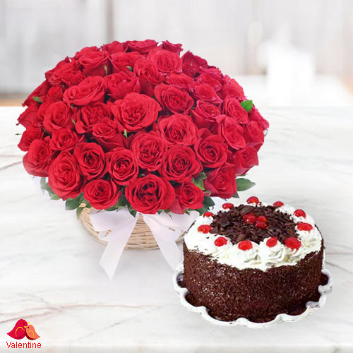 Astounding 50 Dutch Red Roses with 1 Kg Taj / 5 Star Bakery Cake