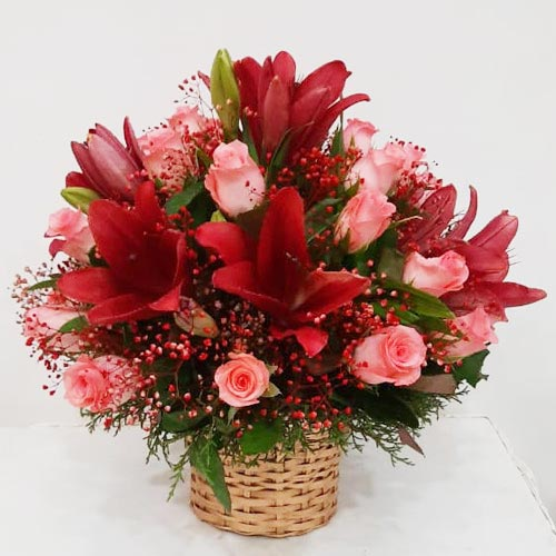 Striking Lilies N Roses Arrangement