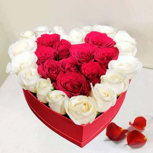 Artistic Display of White N Red Roses in Heart Box