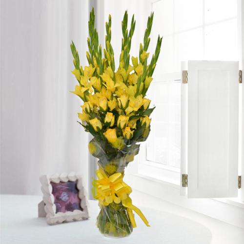 Lovely Bouquet of Yellow Gladiolus n Roses