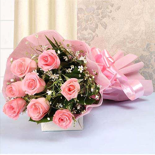 Blushing Pink Color Roses Hand Bunch