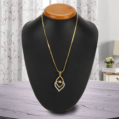 Fascinating Golden Flame Necklace nd Fernanda Pendant